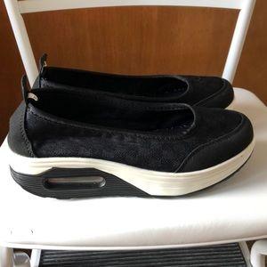 Shoes - Super cute euro platform slip on tennis shoes